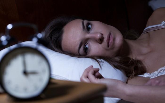 Δείτε πόσο γερνά τον εγκέφαλο ο κακός ύπνος