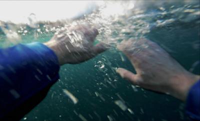 Γιατί 400 άτομα χάνουν την ζωή τους κάθε χρόνο από πνιγμό; Πρόληψη αποτροπής του πνιγμού. Μπορούν να μάθουν κολύμβηση τα μωρά; (video)
