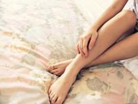 Τρέμουν τα πόδια στο κρεβάτι; Μπορεί να οφείλεται στο Σύνδρομο Ανήσυχων Ποδιών. Αιτίες και οδηγίες πρόληψης