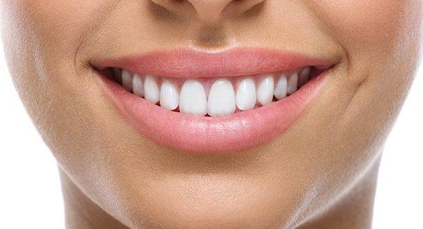 """Επτά """"αθώες"""" καλοκαιρινές συνήθειες που βλάπτουν τα δόντια μας"""