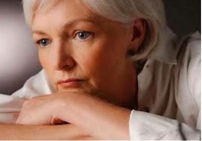 Σε τι οφείλεται η ξηροδερμία στην εμμηνόπαυση; Συμβουλές για την αντιμετώπιση του ξηρού δέρματος