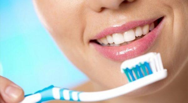 Αυτά είναι τα λάθη που κάνουν οι περισσότεροι όταν βουρτσίζουν τα δόντια τους