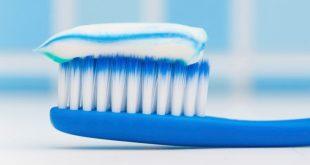 Ένας παράδοξος τρόπος για να καθαρίσετε την οδοντόβουρτσα