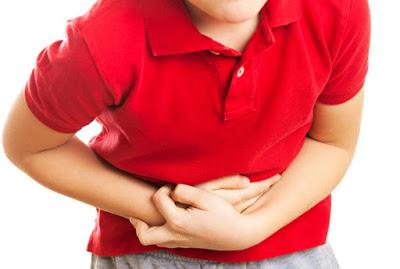 Σκουλήκια στο έντερο και στα κόπρανα (οξυουρίαση), με φαγούρα στον πρωκτό και πόνο στην κοιλιά
