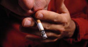 Καπνίζουν όλο και περισσότερο τα φτωχότερα στρώματα