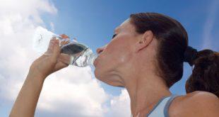 Πόσο νερό πρέπει να πίνουμε, την ημέρα; Συμπτώματα αφυδάτωσης. Τι ανάγκες έχει ο οργανισμός μας σε υγρά;
