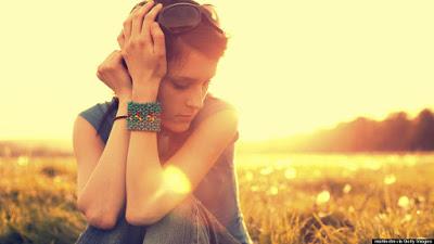 Στο σύνδρομο κατάθλιψης μετά τις διακοπές μπορεί να οφείλονται ταχυπαλμίες, δυσφορία, ζαλάδες, αϋπνία, μελαγχολία