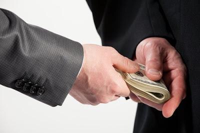 Πώς ορίζεται η διαφθορά και από πότε υπάρχει; Tι γίνεται στην υγεία; Η εκδίκηση οδηγεί σε διαφθορά;