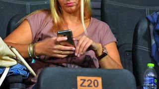 Οι πολλές ώρες μπροστά από μία οθόνη προκαλεί κατάθλιψη στους εφήβους