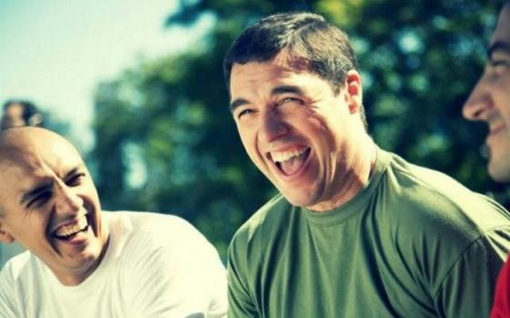 Πώς και γιατί το γέλιο ωφελεί την υγεία