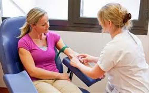 Για να κάνετε γενική αίματος χρειάζεται να είστε νηστικοί; Για ποιες εξετάσεις δεν πρέπει να πιείτε ή να φάτε τίποτα πριν;