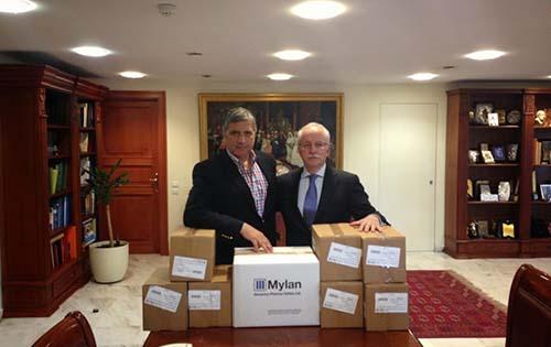 Την προσφορά της εταιρίας Mylan σε φαρμακευτικά σκευάσματα για την ενίσχυση του Κοινωνικού Φαρμακείου του Δήμου Αμαρουσίου, παρέλαβε ο Δήμαρχος και Πρόεδρος του Ι.Σ.Α Γ. Πατούλης, από στελέχη της εταιρίας