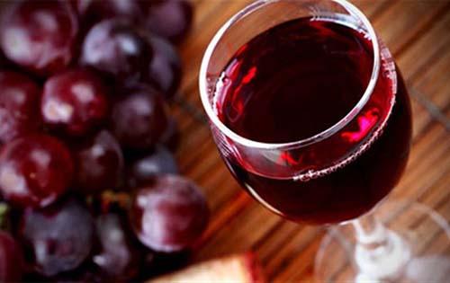 Το κόκκινο κρασί κάνει καλό στα δόντια