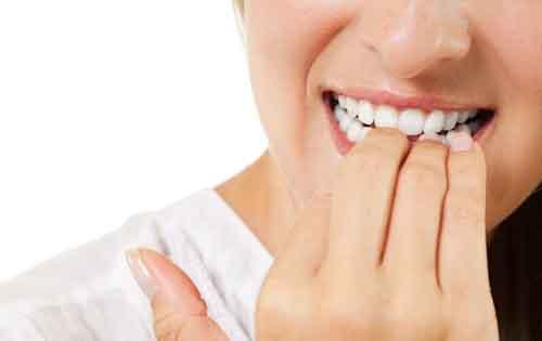 Γιατί δεν πρέπει να «τρώμε» τα νύχια μας