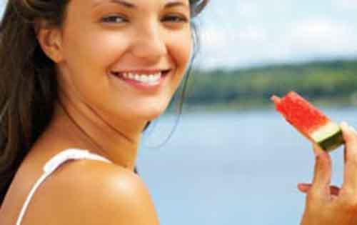 Το καλοκαίρι, χάστε βάρος, φάτε υγιεινά, διατηρήστε την φόρμα σας