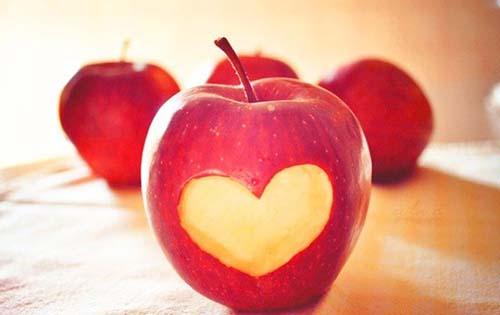 Μάσκα προσώπου με μήλο για λαμπερό δέρμα
