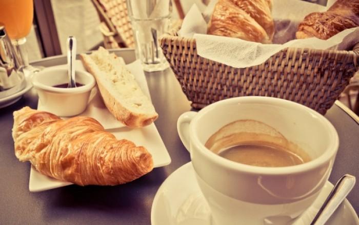 Πόσο καφέ να πίνετε για να μην πάθετε άνοια!