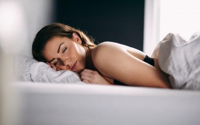 Μισή ώρα ύπνου το μεσημέρι μπορεί να διορθώσει μια κακή νύχτα