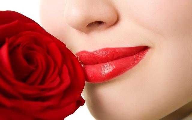 4 tips για να κάνετε τα χείλη να φαίνονται μεγαλύτερα!