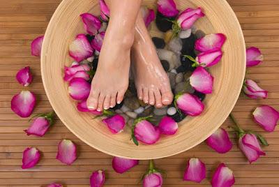Φυσικές λύσεις για περιποίηση των ποδιών σας μετά το καλοκαίρι