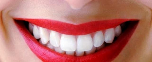 7 πράγματα που προσπαθούν να σας πουν τα δόντια σας