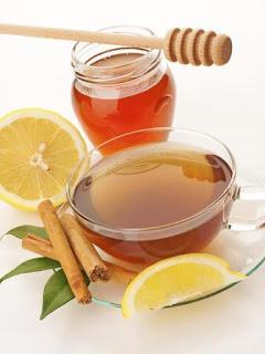 Αδυνατίστε πίνοντας λεμόνι, μέλι και κανέλα