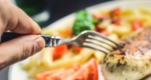 Ο γάμος παχαίνει… αλλά οι παντρεμένοι τρώνε πιο υγιεινά