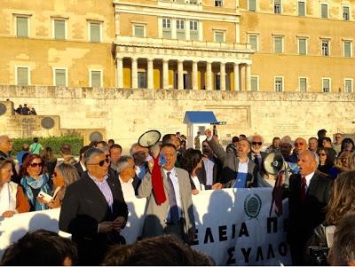 Ο ΙΣΑ στην πορεία πριν την ψήφιση του ασφαλιστικού-φορολογικού νομοσχεδίου με τους επιστημονικούς φορείς