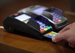 Τέλος τα μετρητά – Μόνο με κάρτες οι πληρωμές – Που γίνεται υποχρεωτική η εφαρμογή του μέτρου