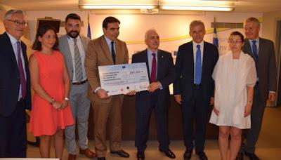 Παράδοση επιταγής ύψους 240.000 ευρώ στον Ελληνικό Ερυθρό Σταυρό