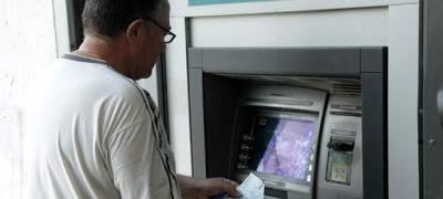 Χαλαρώνουν τα capital controls -Ολες οι αλλαγές, τι θα ισχύει για τις αναλήψεις