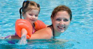 Συμβουλές για να απολαύσετε μαζί με τα παιδιά σας τον ήλιο, τη θάλασσα, το κολύμπι, με ασφάλεια