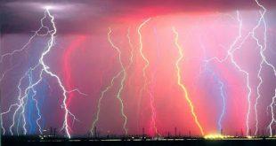 Τι πρέπει να κάνετε για να προστατευτείτε από τους κεραυνούς; Ποσό επικίνδυνο είναι αν κολυμπάτε με καταιγίδα;
