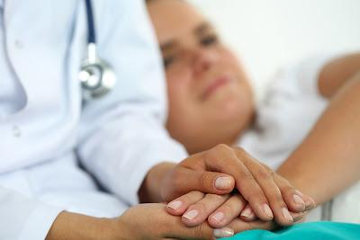 Η καλύτερη αντιμετώπιση των πληγών από τις κατακλίσεις είναι η πρόληψη. Η φωτοδυναμική θεραπεία και η κατάκλιση