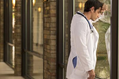 Με το που παίρνουν πτυχίο οι γιατροί φεύγουν στο εξωτερικό