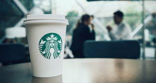 Starbucks: Προσλαμβάνει 10.000 πρόσφυγες στην επόμενη πενταετία