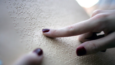 Σε βιβλία για τυφλούς τα οφέλη από την ανακύκλωση χαρτιού στα σχολεία από την Περιφέρεια Αττικής
