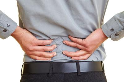 Ο πόνος στη μέση καμπανάκι κινδύνου για πρόωρο θάνατο