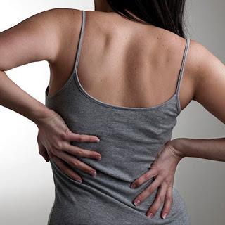 Ο πόνος στην μέση σε τι μπορεί να οφείλεται; Τι να κάνετε για να αντιμετωπίσετε την οσφυαλγία;