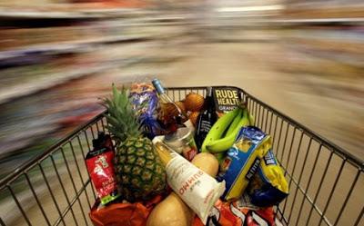 Σαράντα ευρώ λιγότερα δαπανούν το μήνα στο σούπερ μάρκετ οι Έλληνες σε σχέση με πέρυσι