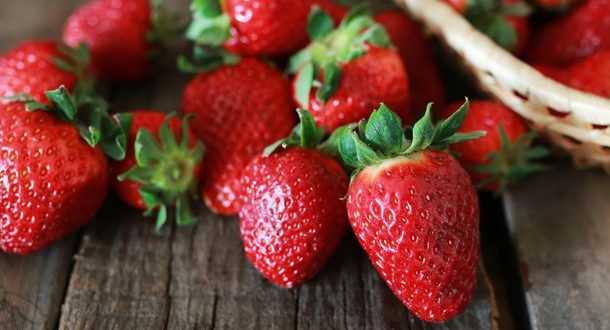 """Τα πιο """"βρώμικα"""" φρούτα και λαχανικά για το 2017"""