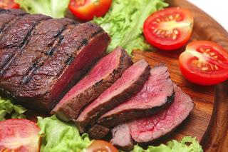 Το πολύ κόκκινο κρέας αυξάνει τον κίνδυνο θανάτου από εννέα παθήσεις, ενώ το λευκό κρέας τον μειώνει