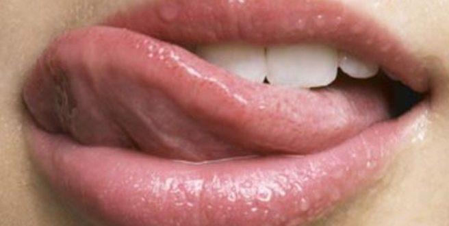 Για ποιους λόγους πρέπει να βουρτσίζετε τη γλώσσα σας