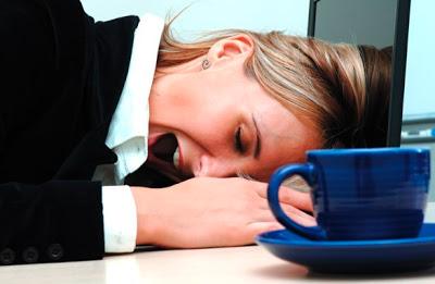 Δεν μπορείτε να πάρετε τα πόδια σας, νιώθετε κούραση; Οφείλεται σε πάθηση; Ποια η σωστή διατροφή και πότε πρέπει να πάτε στον γιατρό;
