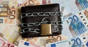 Με κατασχέσεις λογαριασμών, βάλθηκαν να κλείσουν όλους τους μικρομεσαίους επαγγελματίες και μικρομεσαίες επιχειρήσεις, που άντεξαν στην κρίση