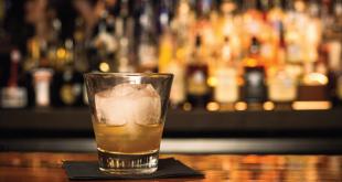 Τι να μην φάτε πριν πιείτε αλκοόλ