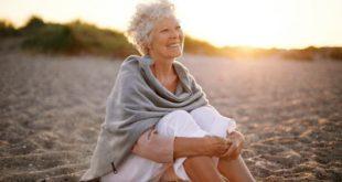 Αξιοποιήστε το καλοκαίρι, τον ήλιο, το περπάτημα, τη μεσογειακή διατροφή για να κάνετε καλό στην οστεοπόρωση