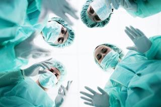 Ελαφρώς μικρότερη η θνησιμότητα των ασθενών που χειρουργήθηκαν από γυναίκα
