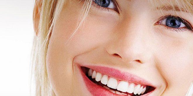 Ποιες τροφές βοηθούν να έχετε λευκά δόντια