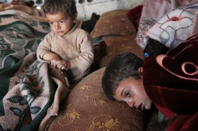 ΟΗΕ: Οι πολιορκημένοι Σύροι τρώνε σκουπίδια, λιποθυμούν από την πείνα